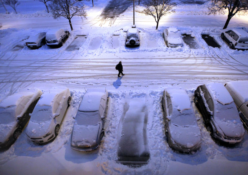 Big Midwestern snowstorm leads to 25-vehicle crash
