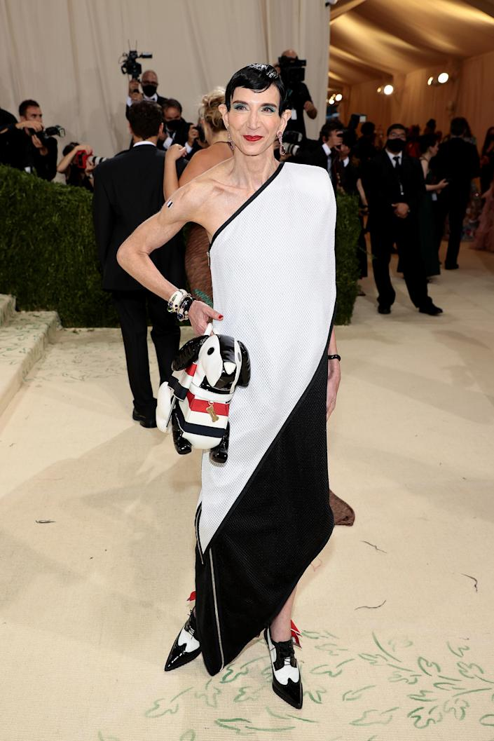 """<h1 class=""""title"""">Amy Fine Collins in Thom Browne</h1><cite class=""""credit"""">Photo: Getty Images</cite>"""