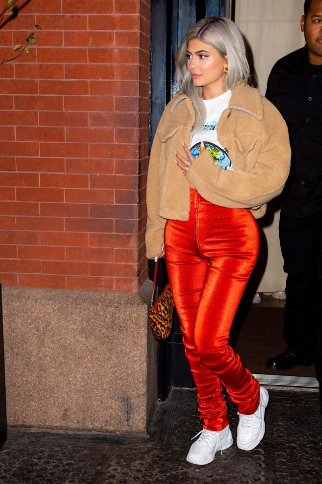 <p><strong>How to get the look</strong>: Wear orange pants with a shearling fleece, white sneakers, and leopard baguette.</p>