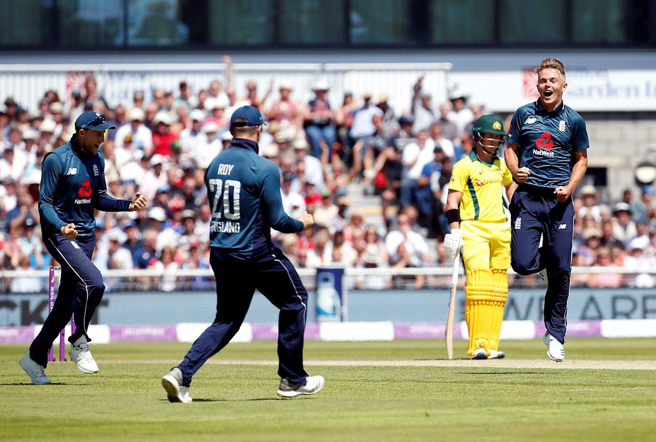 Cricket - England v Australia - Fifth One Day International - Emirates Old Trafford, Manchester, Britain - June 24, 2018   England's Sam Curran celebrates taking the wicket of Australia's Ashton Agar with teammates   Action Images via Reuters/Craig Brough