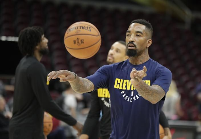 Cleveland Cavaliers guard JR Smith (5) makes a pass as the team practiced.