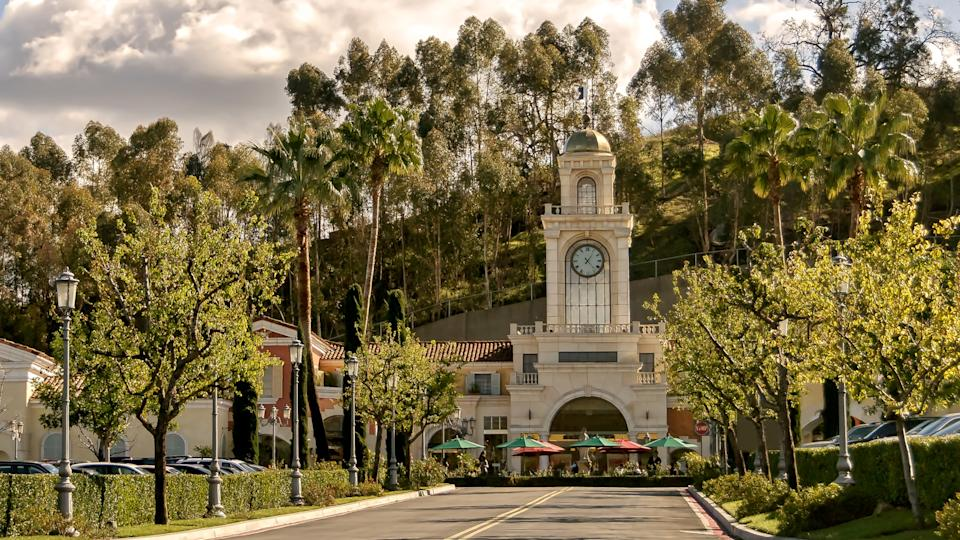 Street view of the entrance to The Commons, an upscale outdoors shopping mall in Calabasas, California.