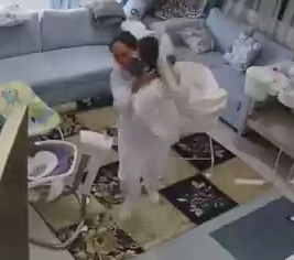 The woman grabbed the blankets and mattress along with the baby. Source: Reddit/tothetentpower