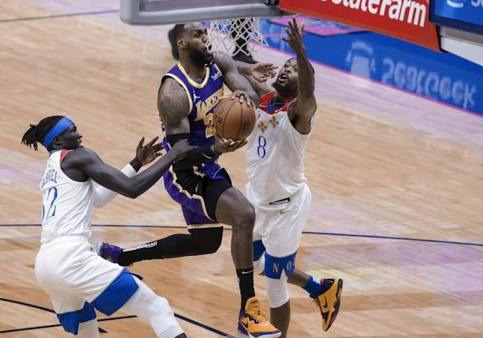 Los Angeles Lakers forward LeBron James (23) drives to the basket against New Orleans Pelicans forward Wenyen Gabriel.
