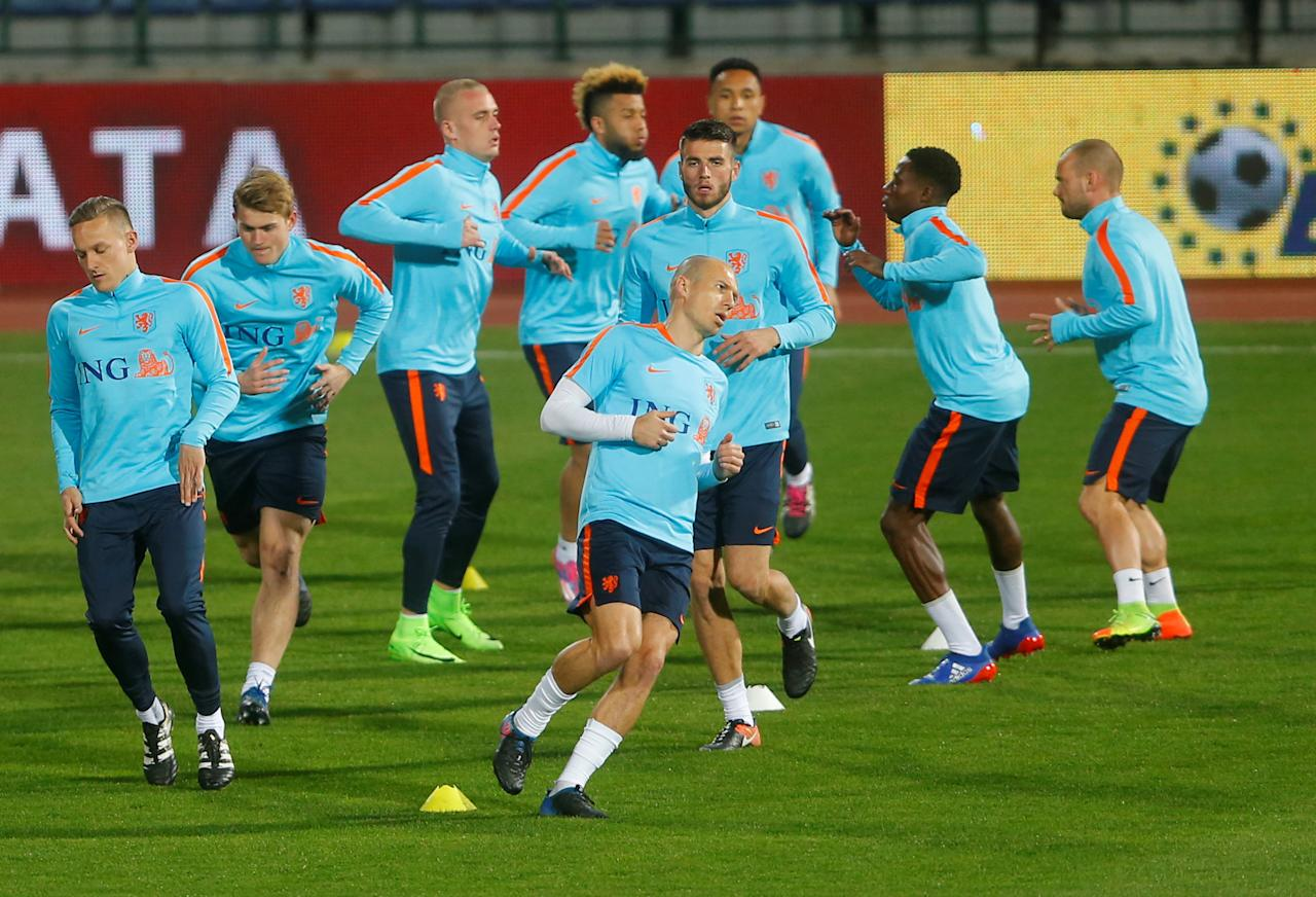 Football Soccer - Netherlands training session - World Cup 2018 Qualifiers - Vasil Levski National Stadium, Sofia, Bulgaria - 24/03/17  Players of the Netherlands national team attend a training session. REUTERS/Laszlo Balogh