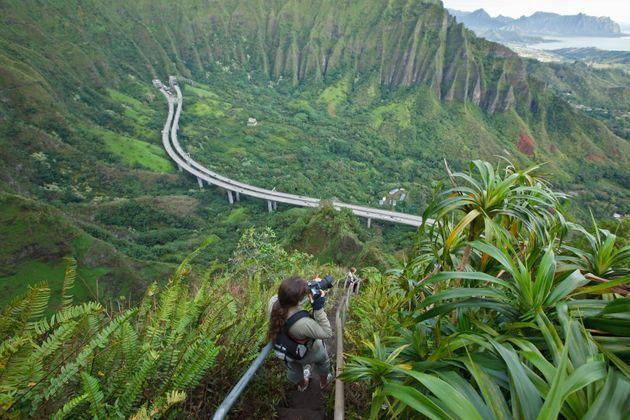 The Haiku Stairs are a popular attraction on Oahu, but they've long been a subject of debate among residents. (Photo: Laszlo Podor via Getty Images)