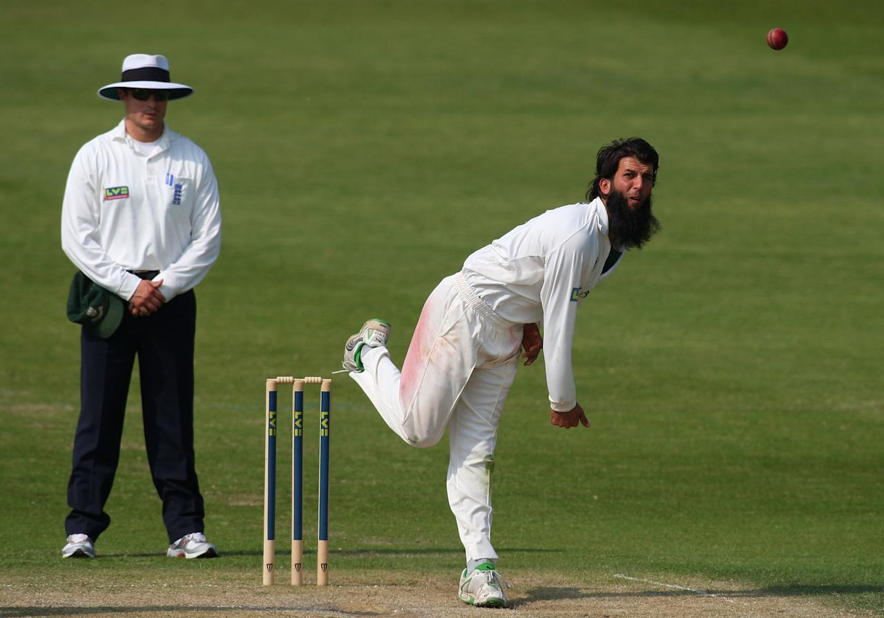 WORCESTER, ENGLAND - APRIL 22:  Worcestershire bowler Moeen Ali in action during day three of the Division One  LV County Championship match between Worcestershire and Warwickshire at New Road on April 22, 2011 in Worcester, England.  (Photo by Stu Forster/Getty Images)