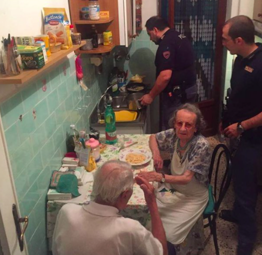 Police hear elderly couple crying from loneliness, cook them a meal