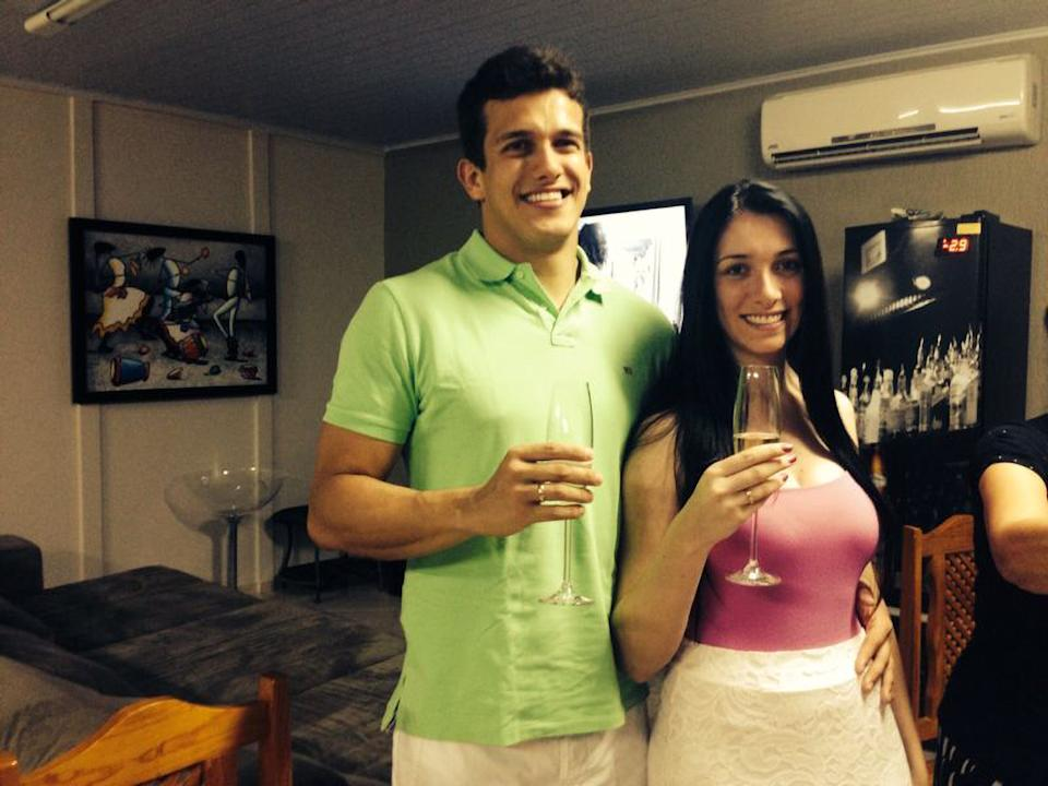 Tatiane Spitzner pictured with Luis Felipe Manvailer, both holding up wine glasses.