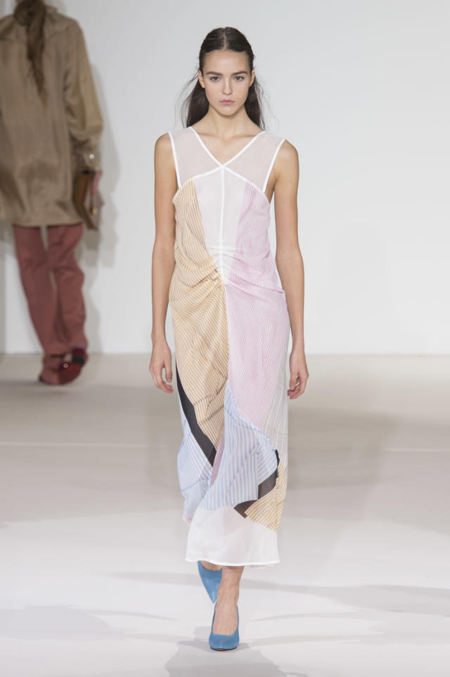 <p><i>Model wears a pastel color-block dress from the SS18 Victoria Beckham collection. (Photo: ImaxTree) </i></p>