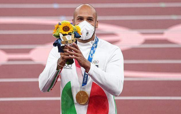 02 August 2021, Japan, Tokio: Athletics: Olympics, 100 m, men, final, at the Olympic Stadium. Marcell Lamont Jacobs from Italy with gold medal at the award ceremony. Photo: Michael Kappeler/dpa (Photo by Michael Kappeler/picture alliance via Getty Images) (Photo: picture alliance via Getty Images)