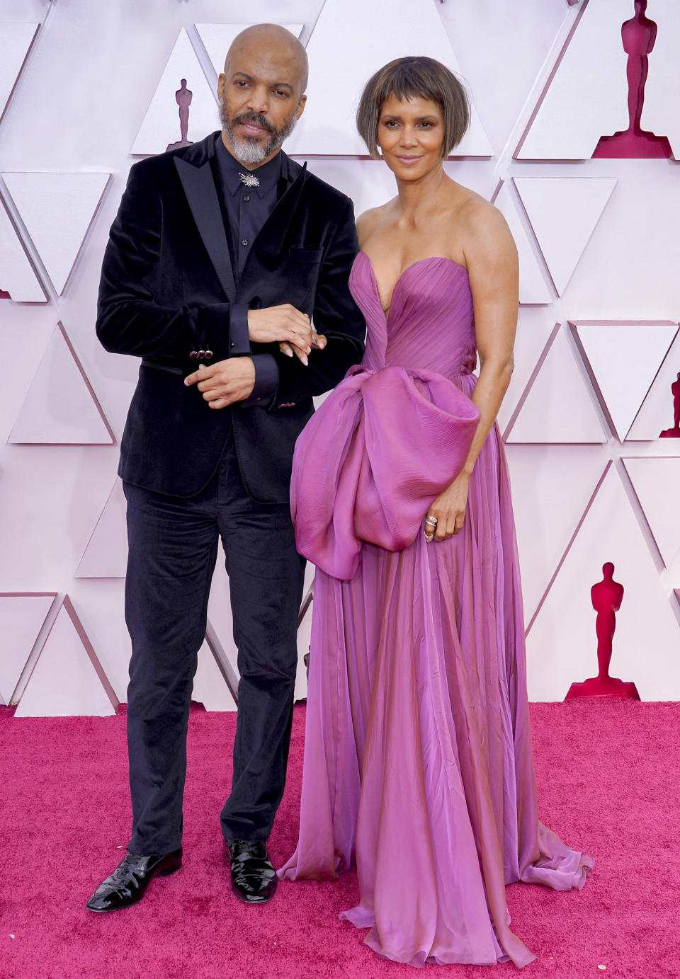 LOS ANGELES, CALIFORNIA – APRIL 25: (L-R) Van Hunt and Halle Berry attend the 93rd Annual Academy Awards at Union Station on April 25, 2021 in Los Angeles, California. (Photo by Chris Pizzello-Pool/Getty Images)
