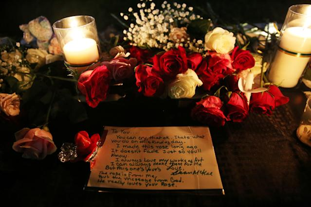 <p>A note is left behind by an attendee on the vigil table during a vigil for the victims of a shooting at Santa Fe High School that left several dead and injured in Santa Fe, Texas, May 18, 2018. (Photo: Pu Ying Huang/Reuters) </p>