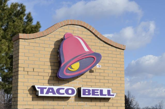 A Kentucky woman and 20 homeless people were kicked out of Taco Bell when buying food. (Photo: Getty Images)