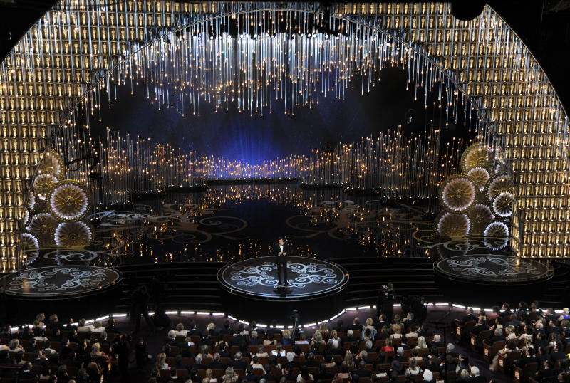 MacFarlane proves he's an Oscar guy in hosting gig