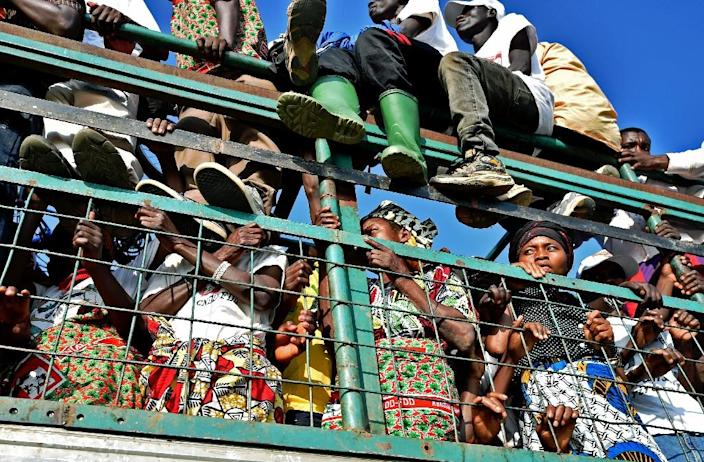 Supporters from Burundi's President, Pierre Nkurunziza's party are transported from a rally outside Bujumbura, on May 23, 2015 (AFP Photo/Carl De Souza)