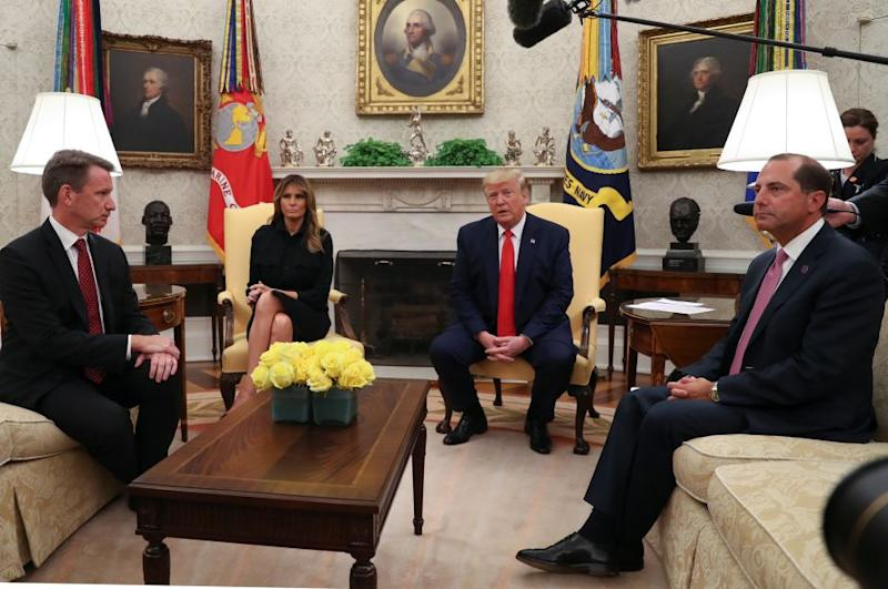 """U.S. President Donald Trump speaks about banning non-tobacco flavored vaping products next to first lady Melania Trump as Health and Human Services (HHS) Secretary Alex Azar (R) and Acting Food and Drug Administration (FDA) Administrator Norman """"Ned"""" Sharpless listen in the Oval Office of the White House in Washington, U.S., September 11, 2019."""