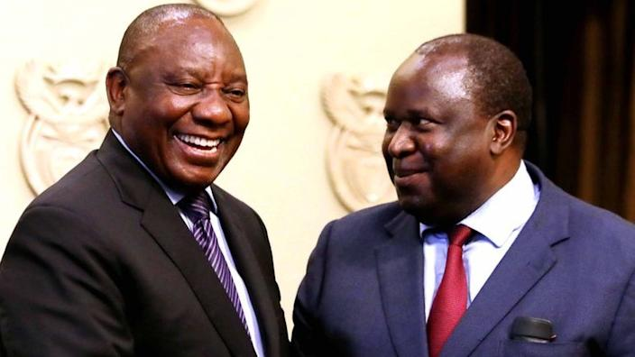 President Cyril Ramaphosa (L) has had to reprimand his finance minister over some of his tweets