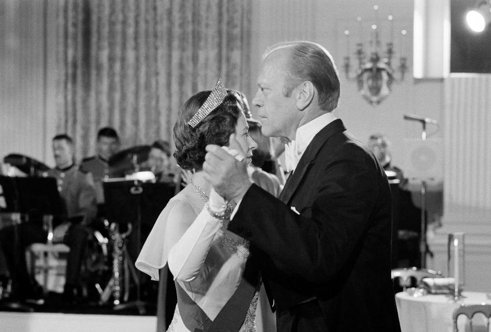 FILE - In this file photo dated July 7, 1976, U.S. President Gerald Ford dances with Britain's Queen Elizabeth II in the State Dining Room at the White House, following a State Dinner in the queen's honor. (AP Photo/John Duricka, File)