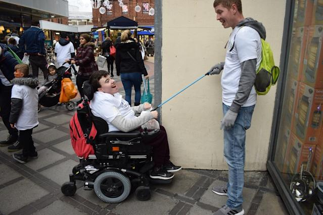 Students from Bedelsford school joined in helping clean up the streets of Kingston. All pupils have physical and/or learning disabilities. (Source: www.plogolution.com)