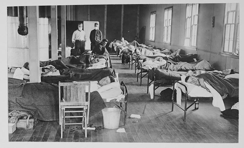 <strong>View of victims of the Spanish flu cases as they lie in beads at a barracks hospital on the campus of Colorado Agricultural College, Fort Collins, Colorado, 1918.&nbsp;</strong> (Photo: PhotoQuest via Getty Images)
