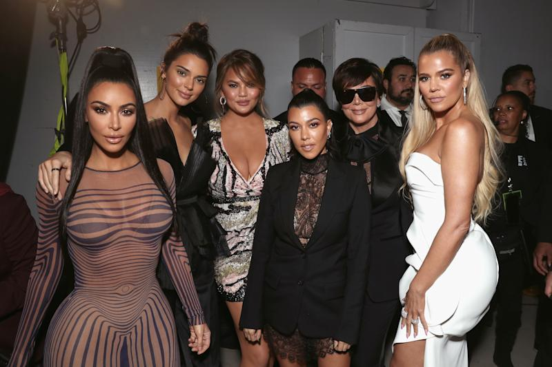 The KarJenner family poses with Chrissy Teigen backstage at the People's Choice Awards. (Todd Williamson/E! Entertainment via Getty Images)