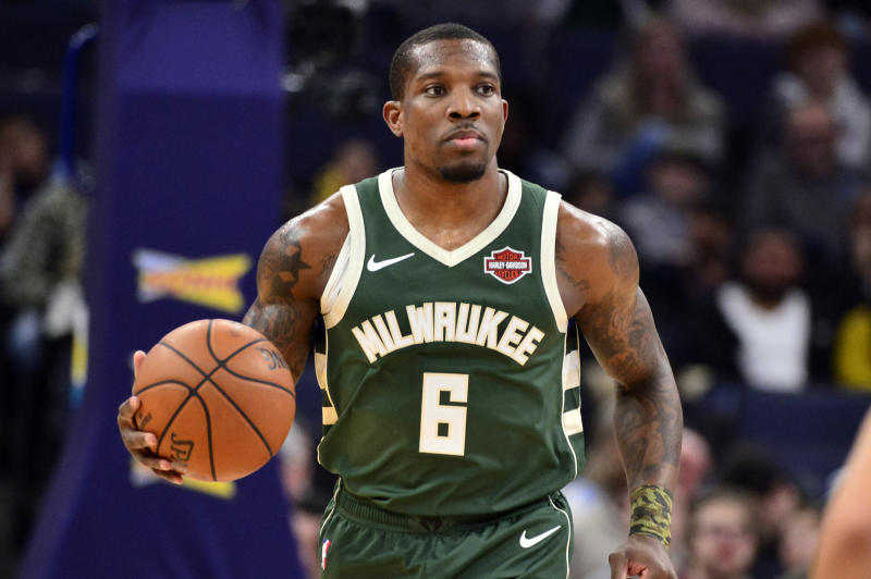 After colliding with Wesley Matthews on Friday night, Bucks point guard Eric Bledsoe will miss at least two weeks with a right leg injury.