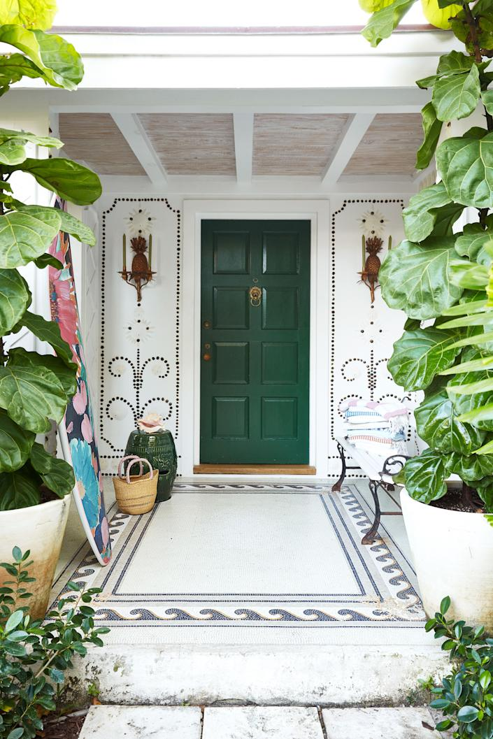"<div class=""caption""> De Kwiatkowski created the wall mural at the home's entrance. Floor tile by Alain Demachy. </div>"