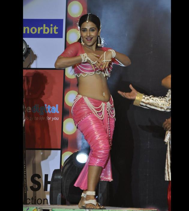 Vidya mesmerised one and all wth her seductive moves