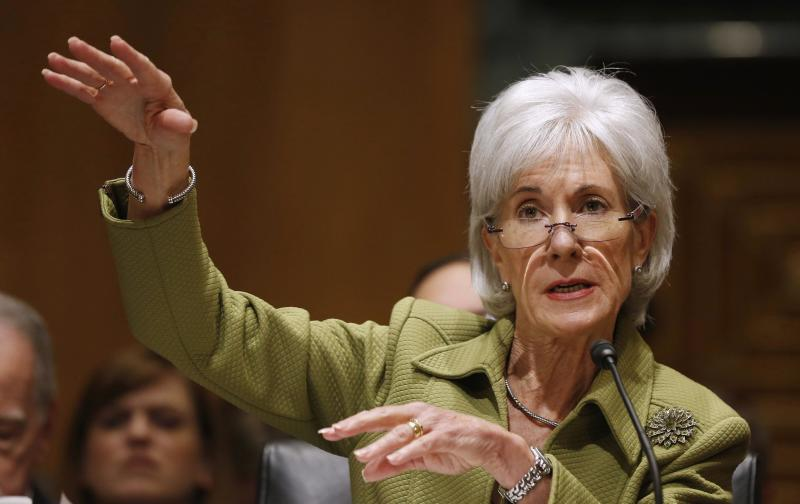 U.S. Secretary of Health and Human Services Kathleen Sebelius talks before the Senate Finance Committee hearing on the President's budget proposal for FY2015, on Capitol Hill in Washington, April 10, 2014. REUTERS/Larry Downing (UNITED STATES - Tags: POLITICS HEALTH BUSINESS)