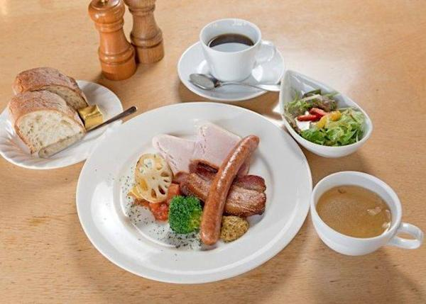 ▲ Bavarian Plate Lunch (1,570 yen excluding tax). Only the weekday lunch comes with coffee.