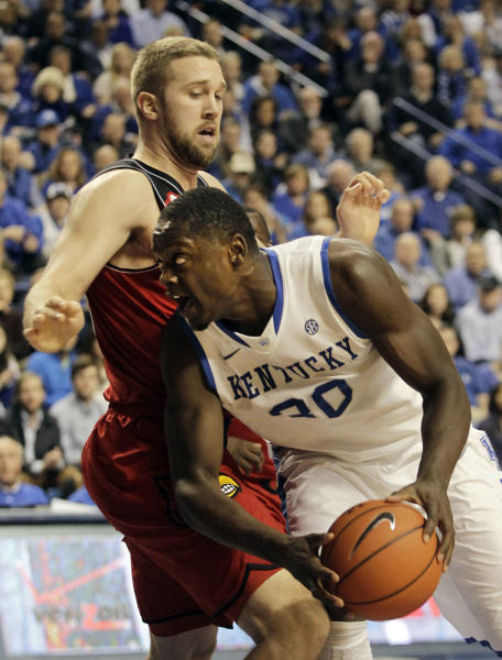 Kentucky's Julius Randle, right, looks for an opening on Louisville's Stephan Van Treese during the first half of an NCAA college basketball game on Saturday, Dec. 28, 2013, in Lexington, Ky. (AP Photo/James Crisp)