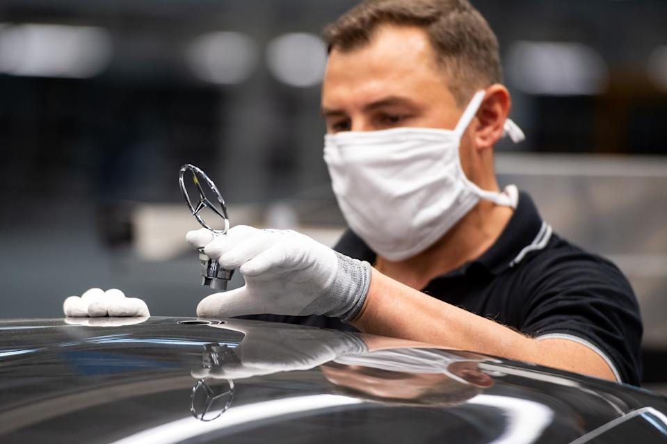 """SINDELFINGEN, GERMANY - SEPTEMBER 02: A worker wearing a face mask assembles the new S-Class Mercedes-Benz passenger car at the new """"Factory 56"""" assembly line at the Mercedes-Benz manufacturing plant on September 2, 2020 in Sindelfingen, Germany. The luxury car is the 11th generation S-Class and is scheduled to reach dealers in November. (Photo by Lennart Preiss/Getty Images)"""