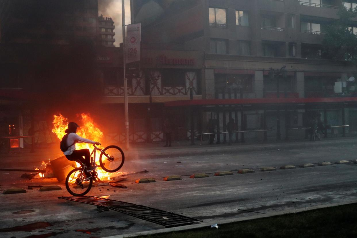 At a protest against the increase in subway prices in Santiago, Chile, Oct. 19, 2019. (Photo: Ivan Alvarado/Reuters)