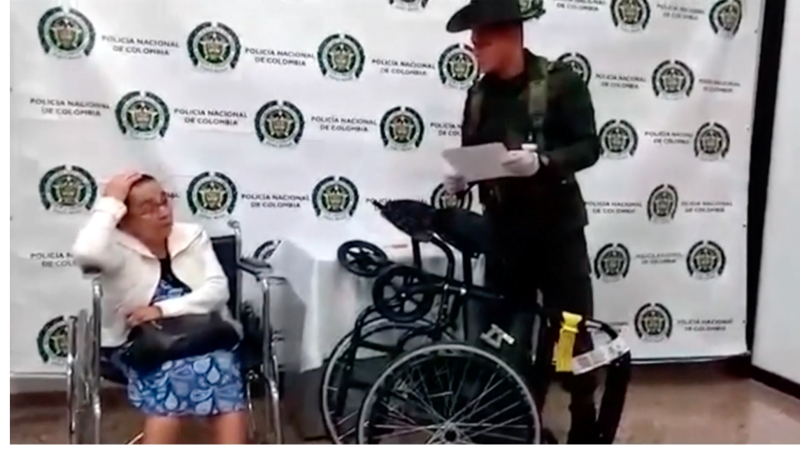 Picture of 81-year-old Irene Mesa de Marulanda at a press conference with the wheelchair used to allegedly transport cocaine internationally.