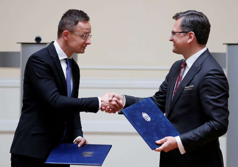 FILE PHOTO: Ukrainian Foreign Minister Kuleba and his Hungarian counterpart Szijjarto attend a news conference in Kyiv