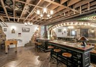 <p>Filament bulbs give the space an inviting glow.</p>