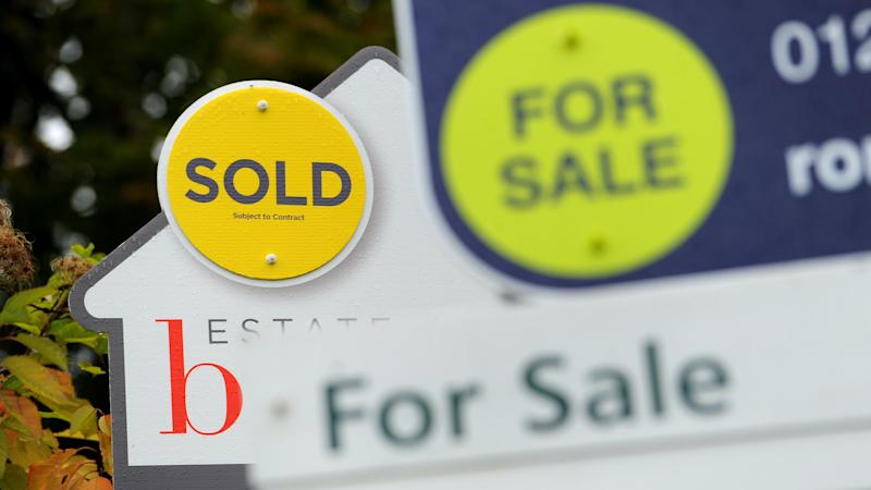 House prices fall between March and April, before full impact of lockdown