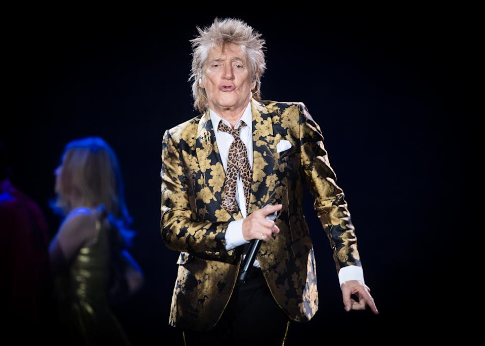 LONDON, ENGLAND - DECEMBER 17: (Editorial Use Only and No Use In Publications devoted solely to the artist) Rod Stewart performs at The O2 Arena on December 17, 2019 in London, England. (Photo by Samir Hussein/WireImage)