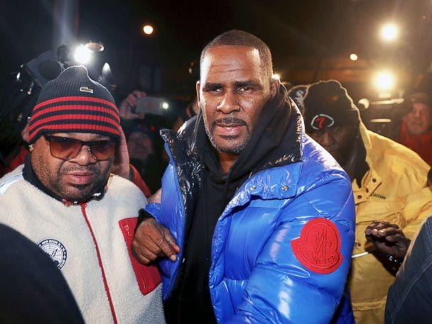 PHOTO: R. Kelly turns himself in at 1st District police headquarters in Chicago, Feb. 22, 2019. (Chris Sweda/Chicago Tribune via AP)