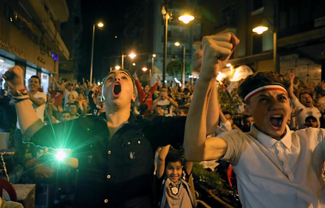 Egyptian soccer fans react as they watch the World Cup 2018 match between Egypt and Russia, at a cafe in Cairo, Egypt June 19, 2018. REUTERS/Mohamed Abd El Ghany