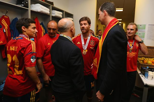 KIEV, UKRAINE - JULY 01: Prince Felipe of Spain speaks with Xabi Alonso of Spain in the dressing room following the UEFA EURO 2012 final match between Spain and Italy at the Olympic Stadium on July 1, 2012 in Kiev, Ukraine. (Photo by Handout/UEFA via Getty Images)
