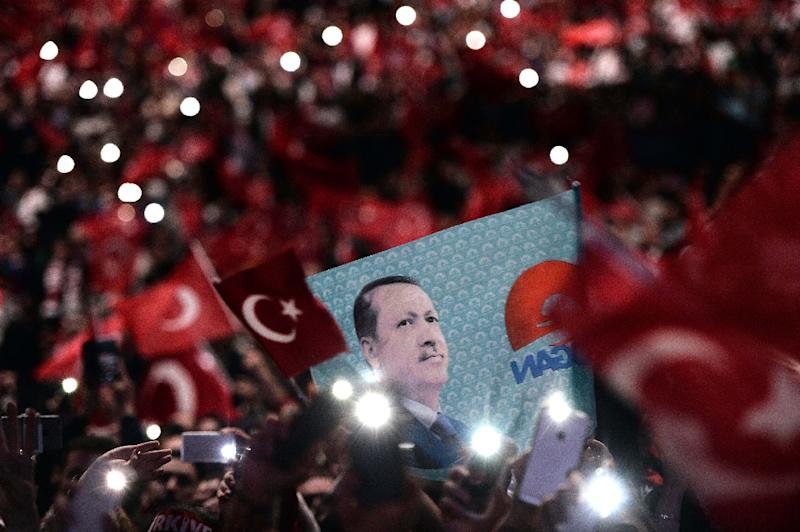 Supporters of Turkish President Recep Tayyip Erdogan attend a political rally in Strasbourg, eastern France, on October 4, 2015 (AFP Photo/Frederick Florin)