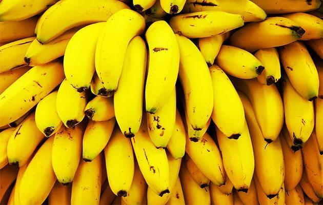 Banana peels contain sulfur, nitrogen, and carboxylic acids. Photo: Getty Images