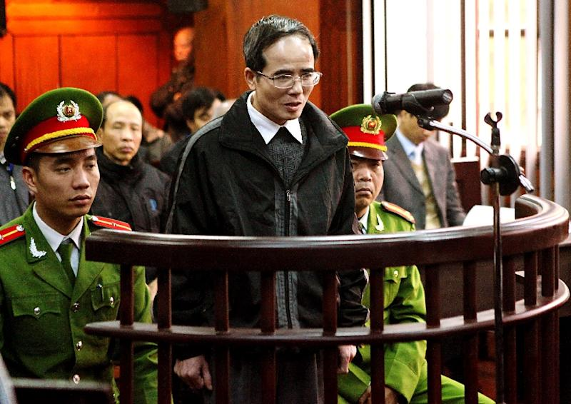 Catholic lawyer and blogger Le Quoc Quan (C), one of Vietnam's most prominent dissidents, speaks during his appeal trial at Hanoi People's Court of Appeals on February 18, 2014 (AFP Photo/Vietnam News Agency)