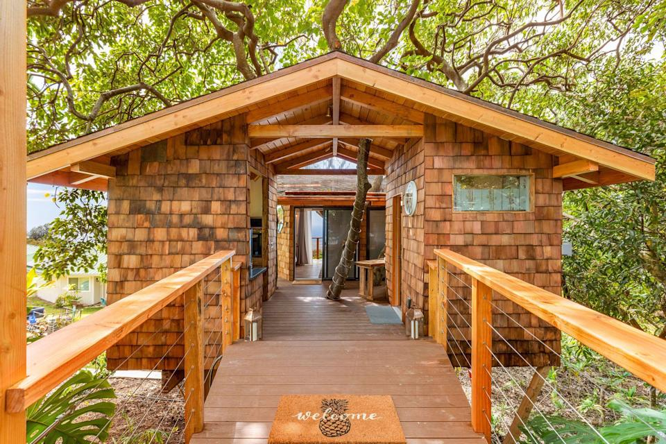 """<p><strong>Kona</strong></p><p>airbnb.com</p><p><strong>$449.00</strong></p><p><a href=""""https://www.airbnb.com/rooms/31073966"""" rel=""""nofollow noopener"""" target=""""_blank"""" data-ylk=""""slk:BOOK NOW"""" class=""""link rapid-noclick-resp"""">BOOK NOW</a></p><p>Centrally located on Kona, Hawaii's largest island, this island treehouse has a large four-person hot tub and a direct view of the ocean for staycationers wanting to be steps from the water.</p>"""