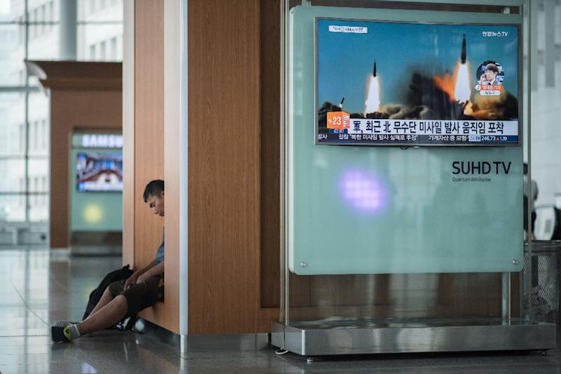 A television screen broadcasts news coverage of a North Korean rocket launch, at Seoul station on June 22, 2016 (AFP Photo/Ed Jones)