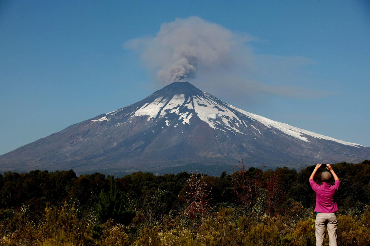 Smoke and ash rises from the Villarrica volcano as seen from Pucon town south of Santiago, March 22, 2015. Villarrica, located near the popular tourist resort of Pucon, is among the most active in South America. REUTERS/Cristobal Saavedra
