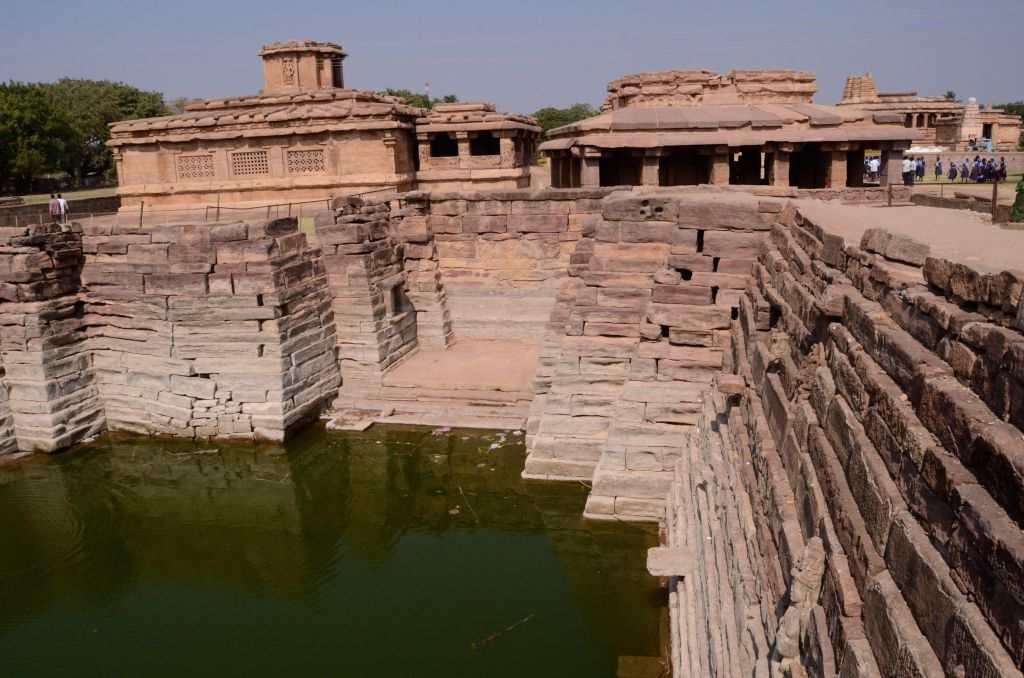 <p>Just as we decide to leave the temple complex, we see a stunning step-well that seemed to be waiting for tourists to come over and admire its architecture. Excavations seem to be going on in the area.</p>