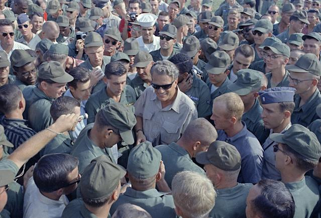 <p>American servicemen in Vietnam greet evangelist Billy Graham during his Christmas visit with troops, Dec. 21, 1966. (Photo: AP) </p>